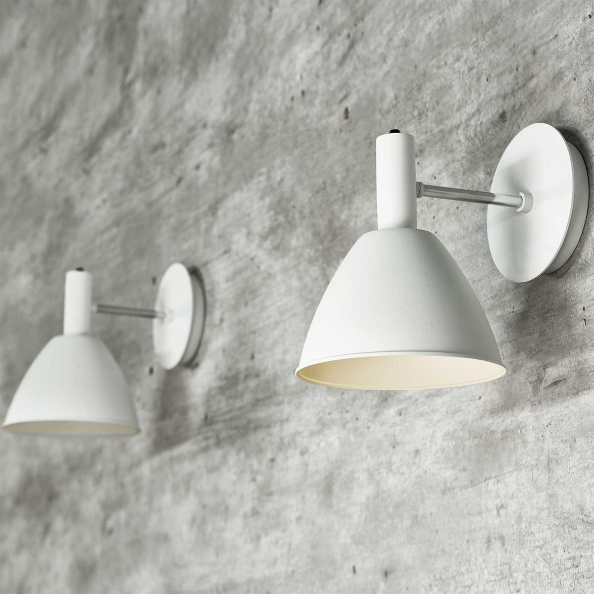 Picture of: Lumini Bauhaus 90 Vaeglampe I Hvid Eller Sort